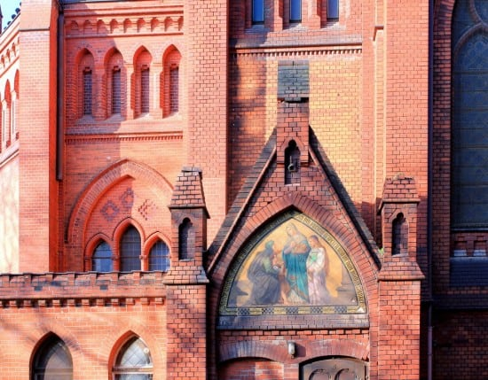 leipzig-volkmarsdorf-lukaskirche-nebenportal-e1387046153326